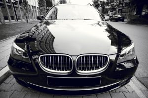 faire briller une voiture noire